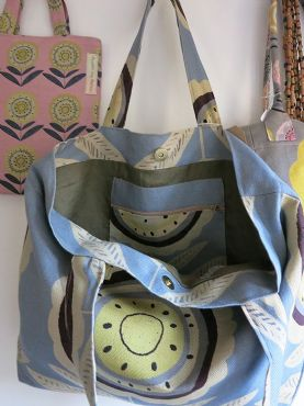 Knot Bag in Big Daisy Grey 137